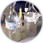 Декор бутылки краской для матирования, кружевом, цветами - мастер-класс