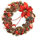 Рождественский венок с шишками, пуансетией, плодами и бусами