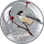 Птичка в елочном шарике