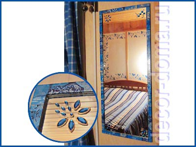 Дачное зеркало в синих тонах