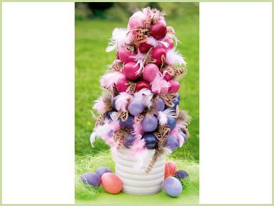 Топарий - елка из цветных яиц и перьев