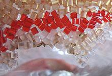 Прозрачные гранулы клеим на поталь