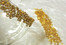 Клеим гранулы на стекло