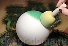 Топиарий новогодний своими руками, окраска пенопластового шара