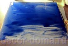 Нанесение на холст синей краски