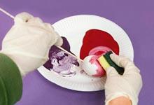 Окрашивание пенопластовых яиц