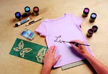 Нанесение надписи текстильной краской