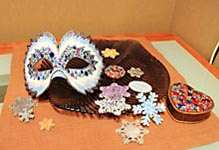 Декор масок и снежинок