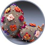 Декор пенопластового яйца шпагатом, цветочками из фетра на булавках