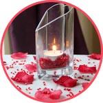 Декор с лепестками роз и стразами