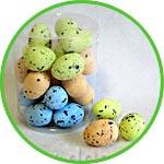 Миниатюрные цветные яйца в крапинку