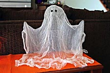Привидение на Хеллоуин своими руками из прозрачного пластикового шара.